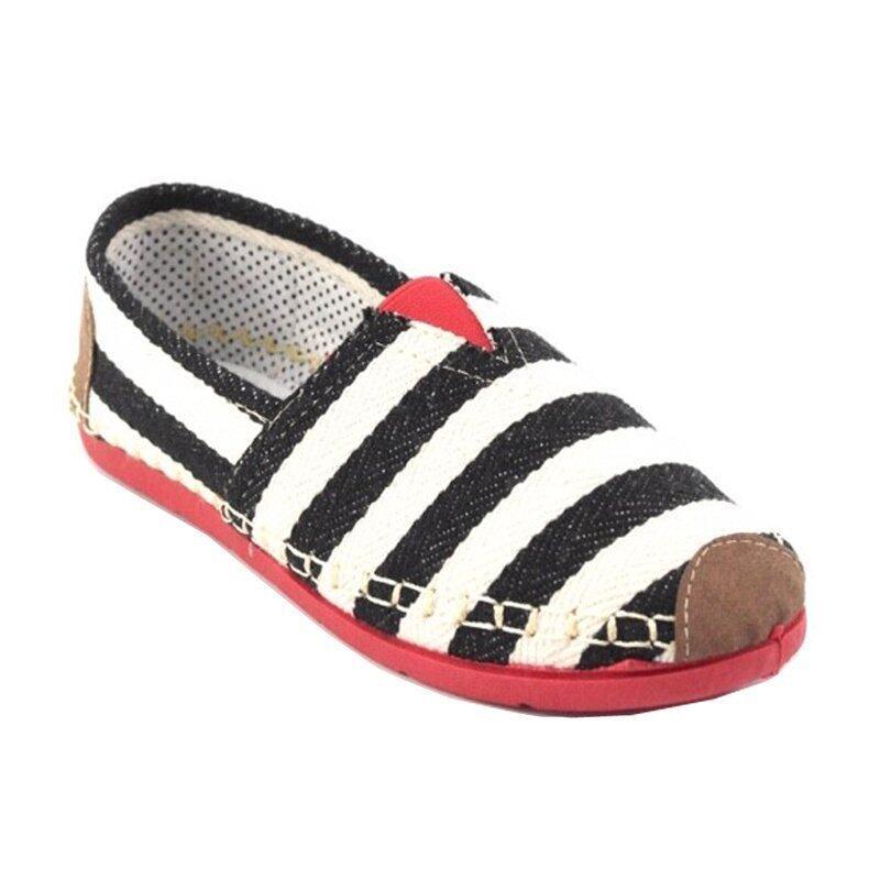 Squareladies รองเท้าผ้าใบแคนวาสส้นเตี้ยลายริ้ว รุ่น WX420 (สีดำ)