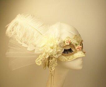 เจ้าหญิงขนนกสีขาวด้านฮาโลวีนหน้ากาก