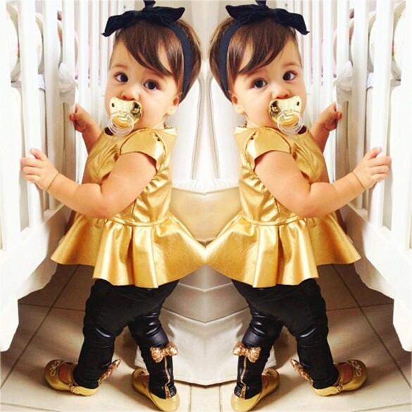 เด็กสาวสวมเสื้อแต่งตัว+กางเกงลำลองขาสั้นแขน 2ชิ้น