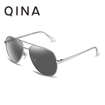 QINA แว่นกันแดดโพลาไรซ์สำหรับผู้ชาย กรอบทรงนักบินสีเงินเลนส์ป้องกันรังสี UV400 สีเทา QN3523